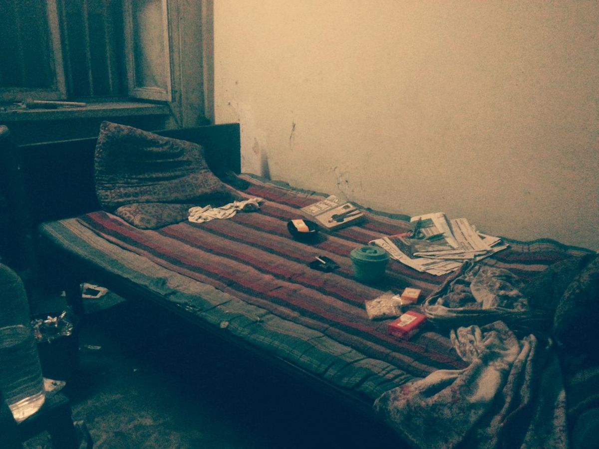 Bed Bedroom Comfortable Crazy Room Home Indoors  Messy Relaxation