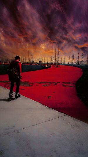 Bostancı Sahili Maltepe'de Bir Yer skate Sky Red Hello World Maltepe Sahil