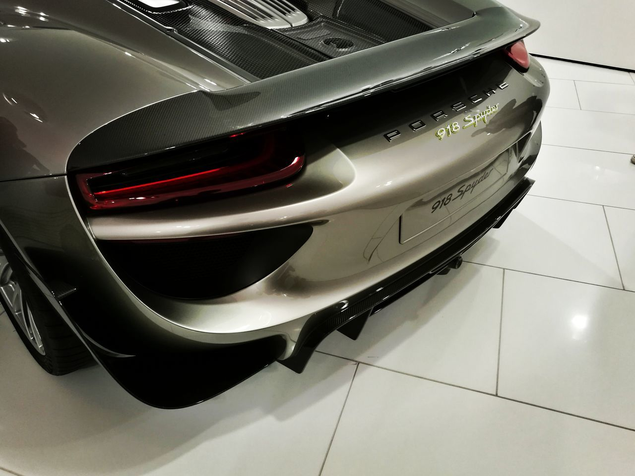 Porsche 918 Spyder Close-up Vehicle Hood Porsche Museum Stuttgart Beautiful Supercarspotting Specialedition HuaweiP9