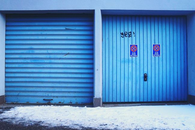 From My Doorstep Garage Doors Yes! Taking Photos The Traveler - 2015 EyeEm Awards The Architect - 2015 EyeEm Awards Streetphotography Turquoise By Motorola Amazing Architecture Pattern Pieces Deceptively Simple Blue Wave Two Is Better Than One Learn & Shoot: Balancing Elements