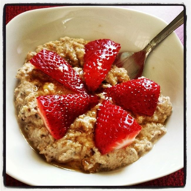 Apple & Date N'Oatmeal! O.M.GEE!! Oatmeal Apples Dates Noatmeal paleo primal glutenfree grainfree dairyfree soyfree refinedsugarfree strawberries chia chiaseeds coconut coconutmilk