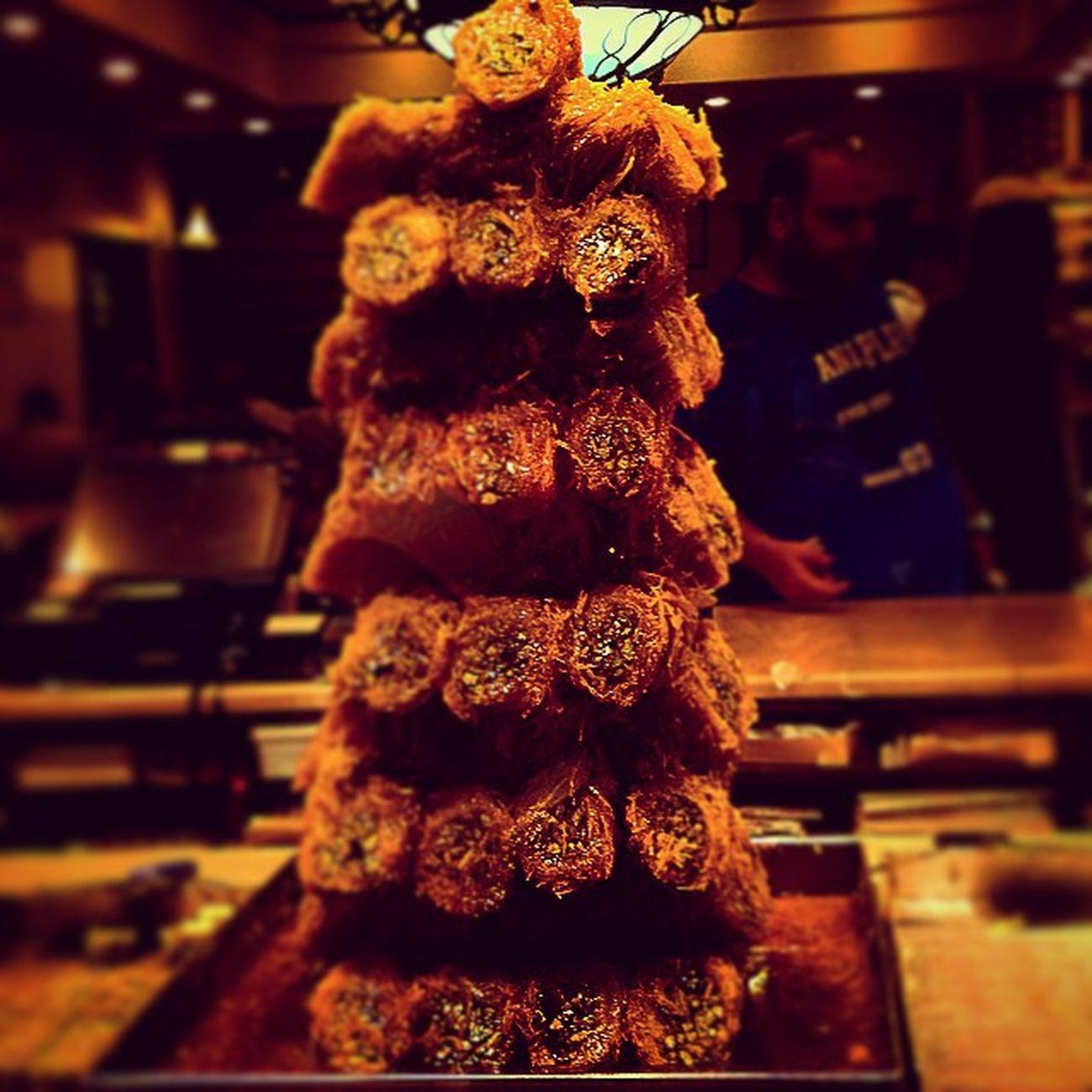Ποιος μπορει να αντισταθεί? Foodporn Baclava Sweet Eat slurpinstaalxturkeygreecevacationssummeristanbultriproadtriptravellingjoyfoodenthousiasismexcursionmototripinstatriphappyinstaframeinstatravelinstayunaninstafoodeastlovevosporoslovesummeraddicted_to_tripdream_come_true