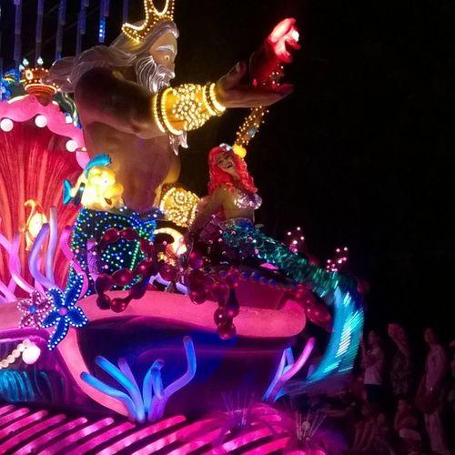 ディズニーランド香港行ってきた中国人だらけ 普段とは打って変わってめっさ混んでる キャラクターにパレード以外会えてないとかどうしたうちら笑 ひかりちゃんと盛り上がるとこ眠くなる時間一緒やった とりあえずまた今月行きます これから仕事です 眠いです