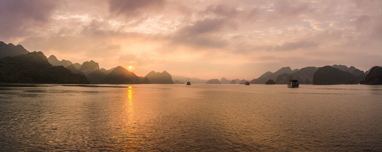 Majestic sunset in Ha Long Bay (Vietnam) ASIA Cloud Ha Long Ha Long Bay Halong Halong Bay  Landcape Light Reflection Sky Sun Sunset Travel Vietnam Water First Eyeem Photo