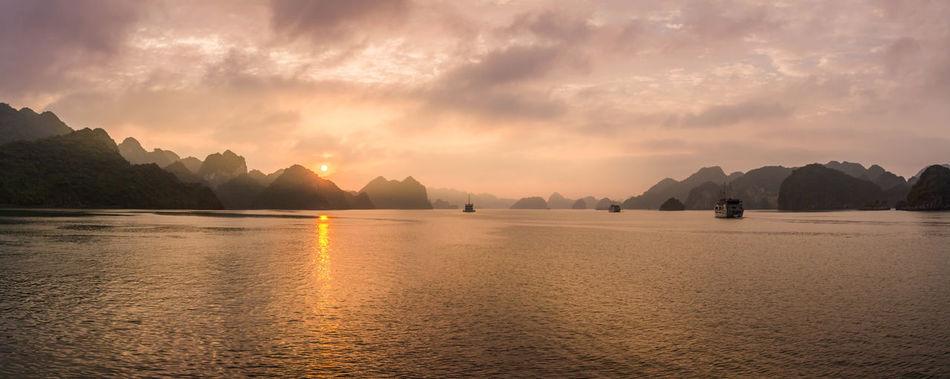 Majestic sunset in Ha Long Bay (Vietnam) ASIA Cloud Ha Long Ha Long Bay Halong Halong Bay  Landcape Light Reflection Sky Sun Sunset Travel Vietnam Water First Eyeem Photo