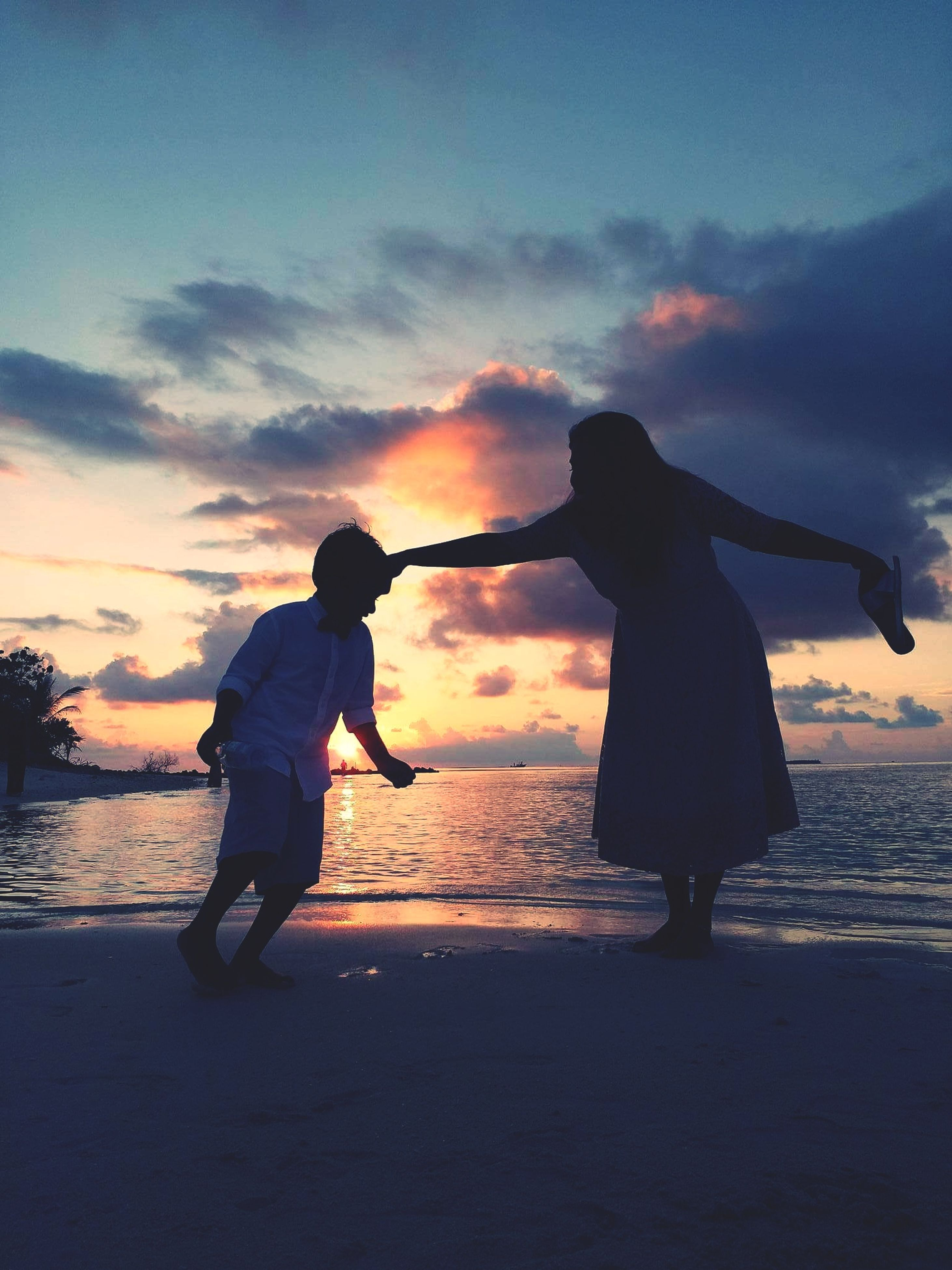 two people, sunset, heterosexual couple, togetherness, bonding, couple - relationship, love, beach, romance, happiness, silhouette, men, adults only, dating, young adult, people, adult, lifestyles, fun, vacations, sky, connection, outdoors, friendship, couple, night