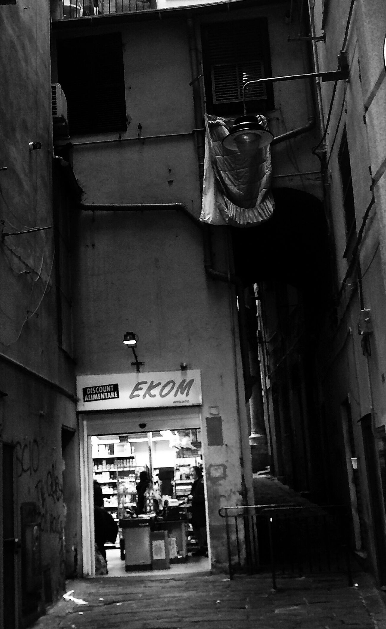 [minimarket] Built Structure Architecture Street Street Photography Monochrome Black And White Italy City Streetphoto_bw Black&white Liguria Genova Bnw Centrohistorico Black And White Photography Blackandwhite Photography Blancoynegro Instatagapp_instagood_iphonesia_photooftheday_instamood_igers_instagramhub_picoftheday_instadaily_bestoftheday_igdaily_webstagram_instagramers_statigram_igaddict_blackandwhite_iphoneartists_iphoneonly_jj_forum_iphonography_instagrammers_instaaddict_ Outdoors Instadaily Popular Photos Eye4photography  Instagood Instapic Hanging Out