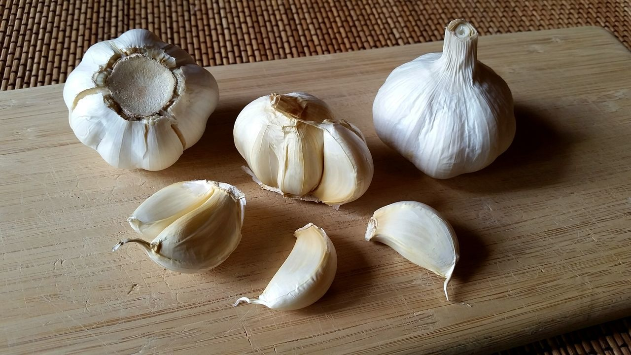 Garlic cloves Garlic Bulb Food Garlic Garlic Clove No People Healthy Eating Close-up Indoors  Culinary Still Life Herbs And Spices Herb Herbs Herbal