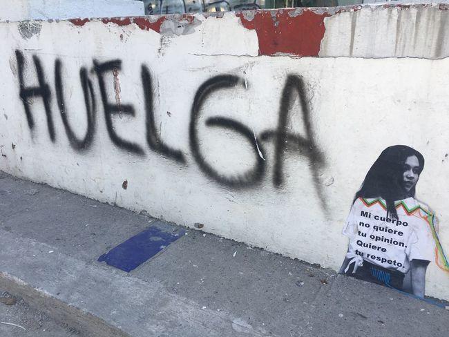 Huelga ante los prototipos! Street Creativity Day Huelga Spray Paint Mujer Mexicana Mujeres Del Mundo