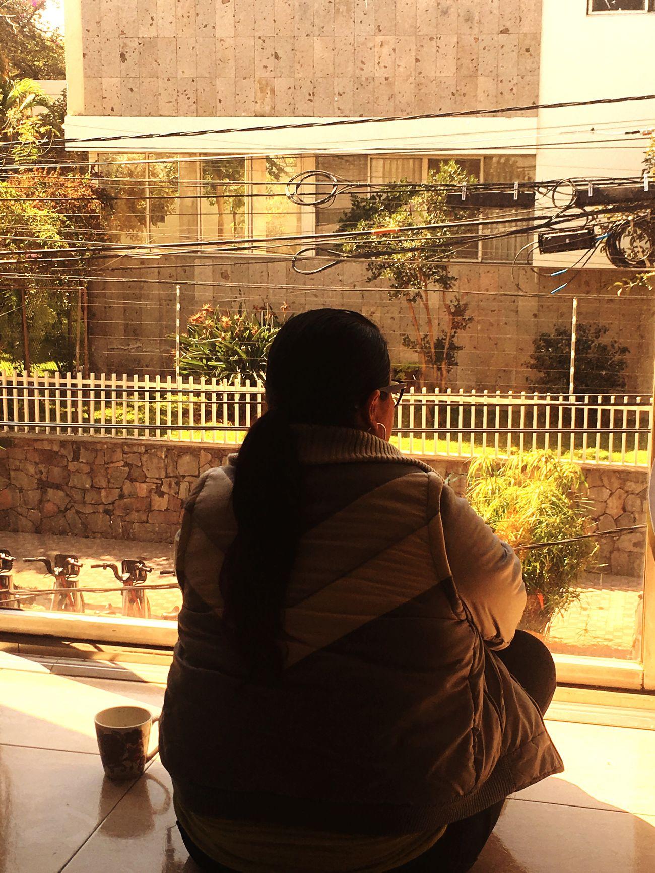 Real People Day One Person Women Window Coffee Disfrutando De La Vida