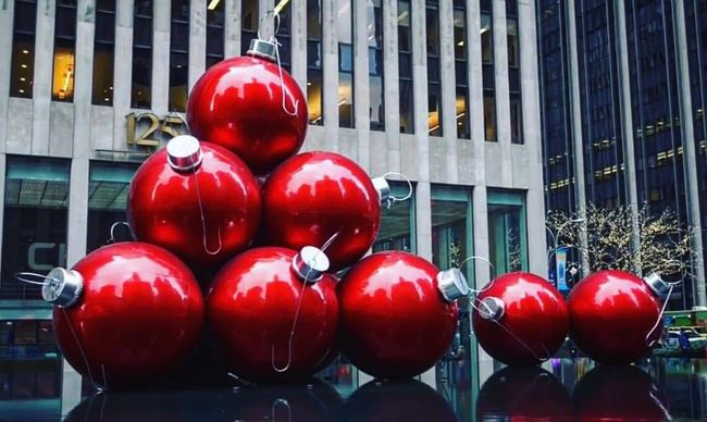 The Culture Of The Holidays Christmas In New York City Xmas Christmas Tree Christmas Decorations Manhattan New Yokr Newyork Nueva York Red Architecture Building Exterior Collection Large Group Of Objects Group Of Objects No People Retail  Vibrant Color