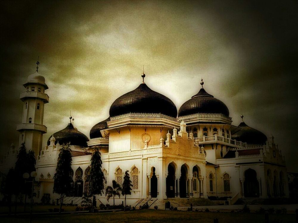 Mobile Love in Banda Aceh by IkhsaNamakoe