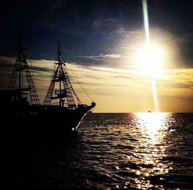 Ό,τι κι αν γίνει ένα να λες πως μ'αγαπάς χίλιες φορές,πως μ'αγαπάς χίλιες φορές. Κι εγώ.Εσένα. μαρίναφλοίσβου Falifornia Myviewrightnow Beautifulview Beautinessoverload Beach Sunset Sea Boat Thesunisabouttosleep Loveisintheair Breath Dream Love VSCO Vscocam Vscolove Vscogreece Vscoathens Vscosunset Vscosea Vscosundaynights Instagreece Instamood Instaathens instasea instalove instalifo instasundays instaaddict