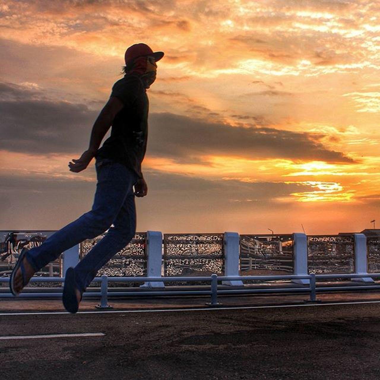follow the direction of the wind location : Kenjeran lama, Surabaya Indonesia Levitation Levitation Photography Levitasihore Streetstyle Street Streetphotography Levitasi Levity In Action Levitation2015 People