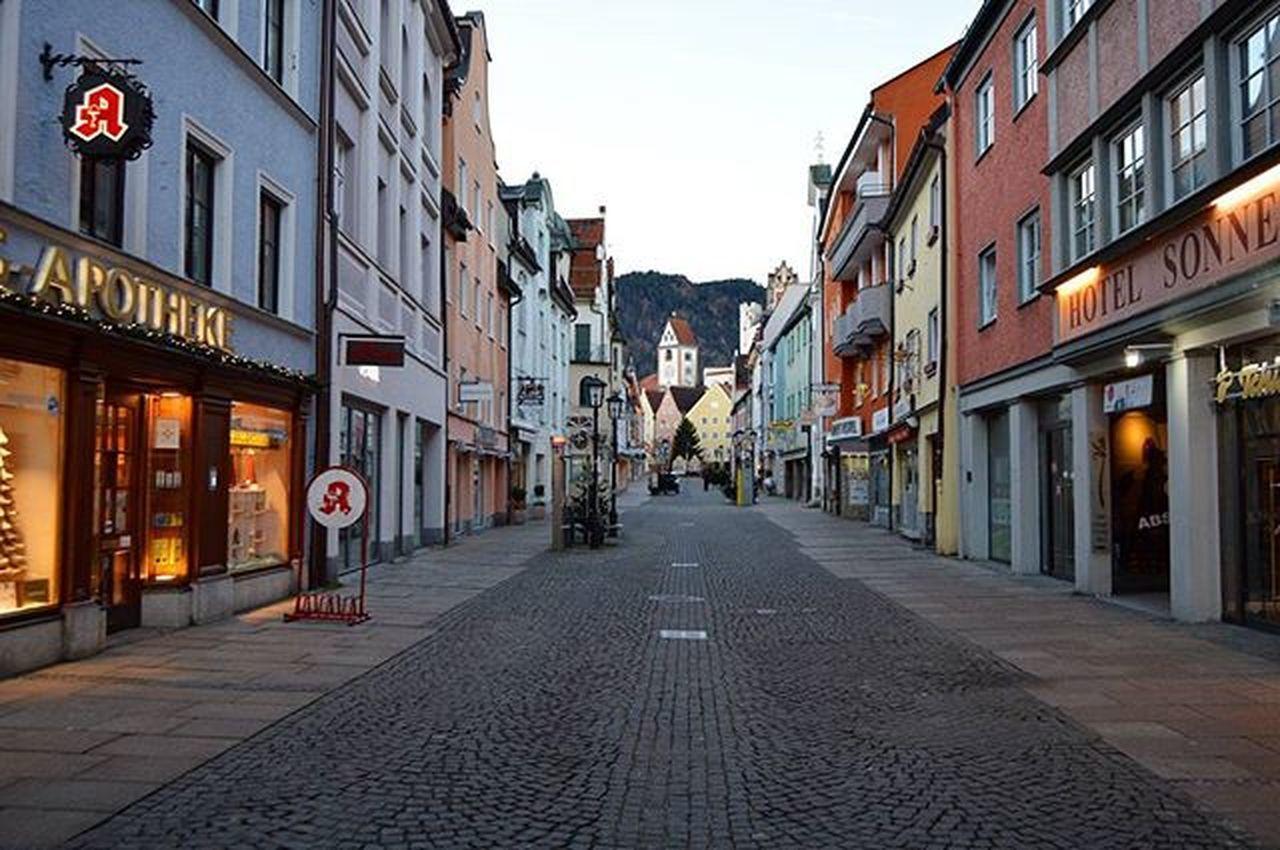 Утренний безлюдный Фюссен 🌟 Füssen Newschwanstein NeuschwansteinCastle Schwangau Hohenschwangau Bayern Bavaria Latergram Ferien Holidays Winterindeutschland Winter Travel Travel_2_germany Deutschland Germany Europe