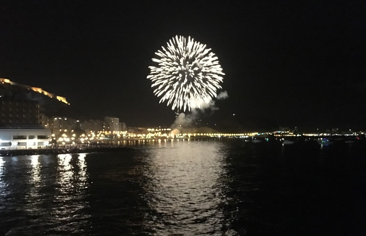 Fireworks Photography Alicante Beach Spain The Moment - 2016 Eyeem Awards Night Mediterranean 2016 Fotographie Night