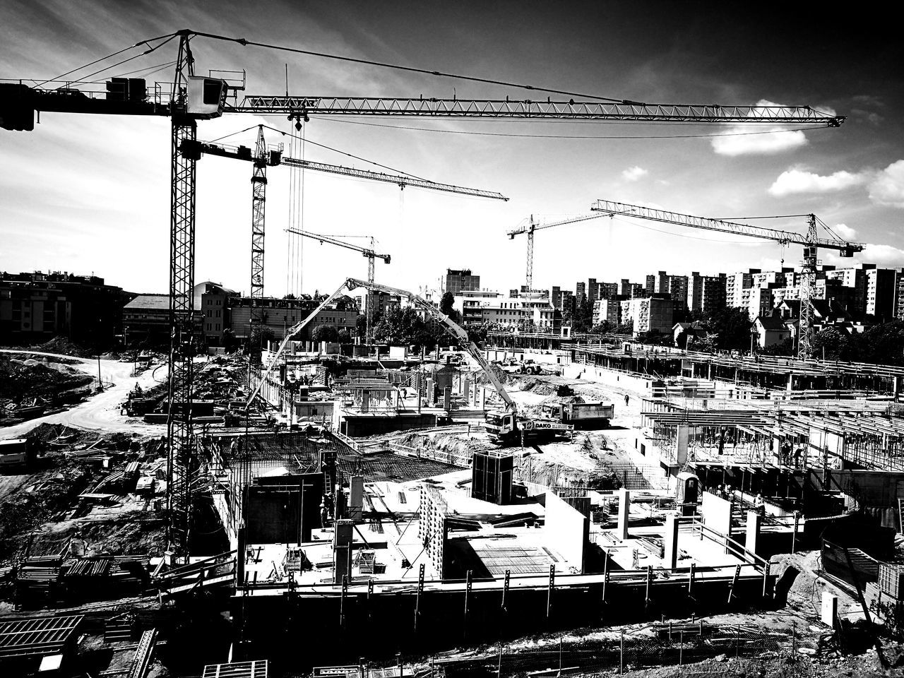 Sasadliget Budapest, Hungary Built Structure Outdoors Working Day Workers At Work Crane - Construction Machinery Cranes Construction Site