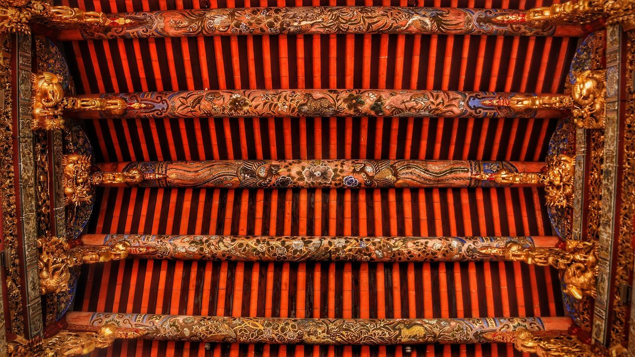 Roof pillars in Khoo Kongsi Dragon Georgetown Khoo Kongsi Penang Place Of Worship Roof UNESCO World Heritage Site World Heritage Animal Design Arts Culture And Entertainment Backgrounds China Close-up Day Indoors  Interior Design Intricate Details Malaysia No People Pattern Pillars Temple
