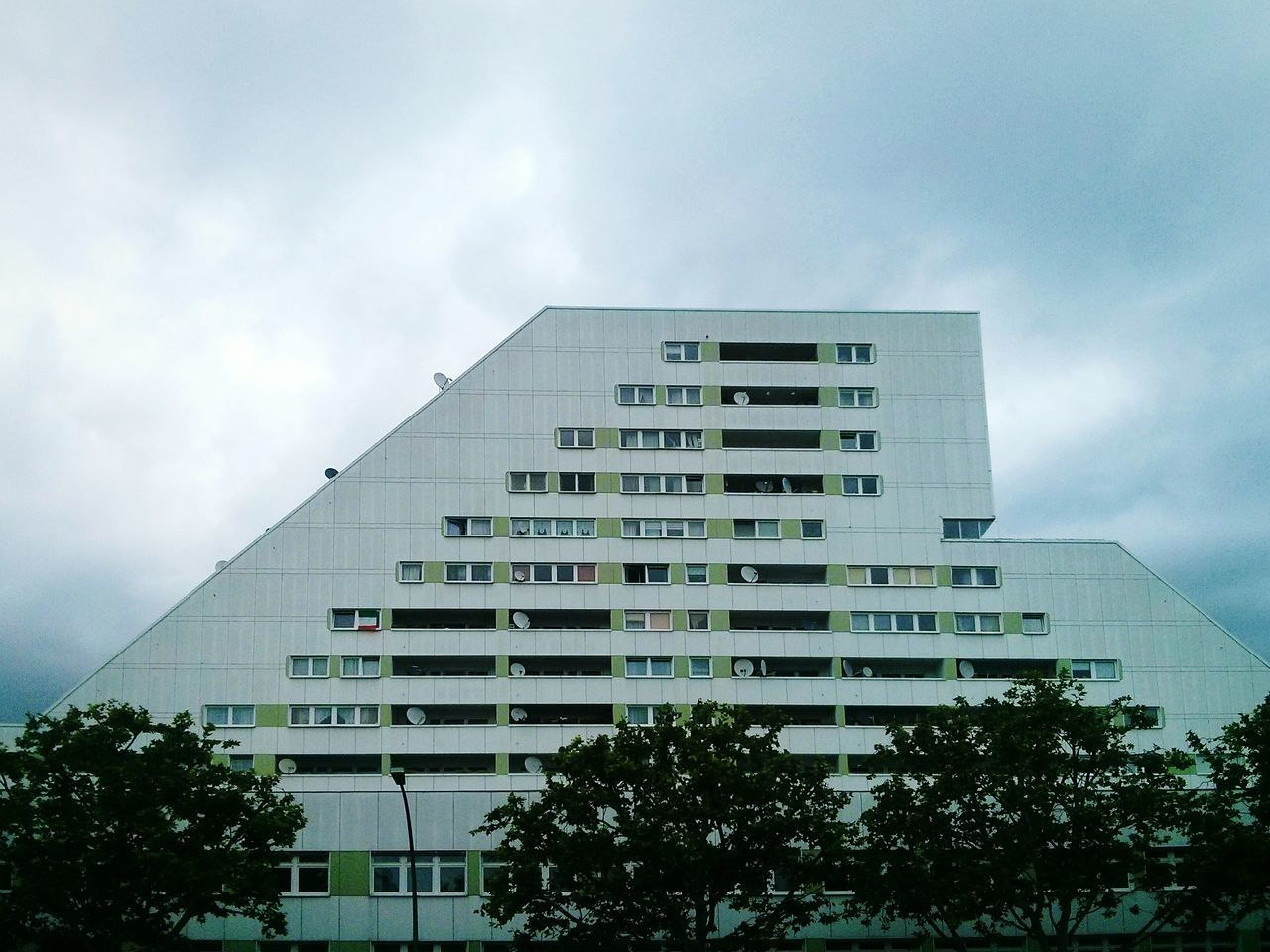 Plattenbau mit kick. Plattenbauromantik I Miss My Plattenbau Urban Geometry Architecture Open Edit : dont forget, what you still cannot see on open edit are the cropping options i used: full vertical correction, a little straighten...