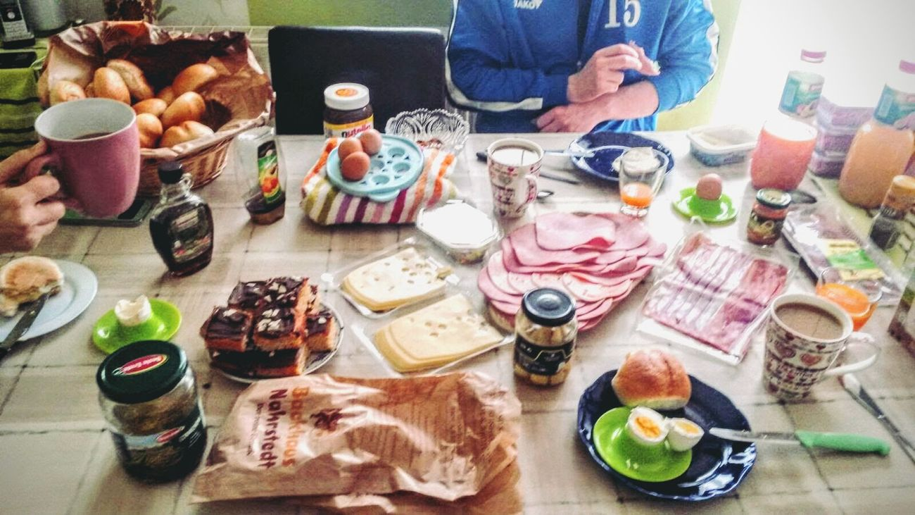 Show Us Your Takeaway! Frühstück mit der Familie Brot Kaffee Photo Home Sweet Home My Live  Food Eating Foodphotography Sweet Dreams Kreatives Creativity Everyday Lives Scenics Eat! Eating Good Eat Eat And Eat Eating!  Eating!  Family Focus On Foreground Harmony Harmonie