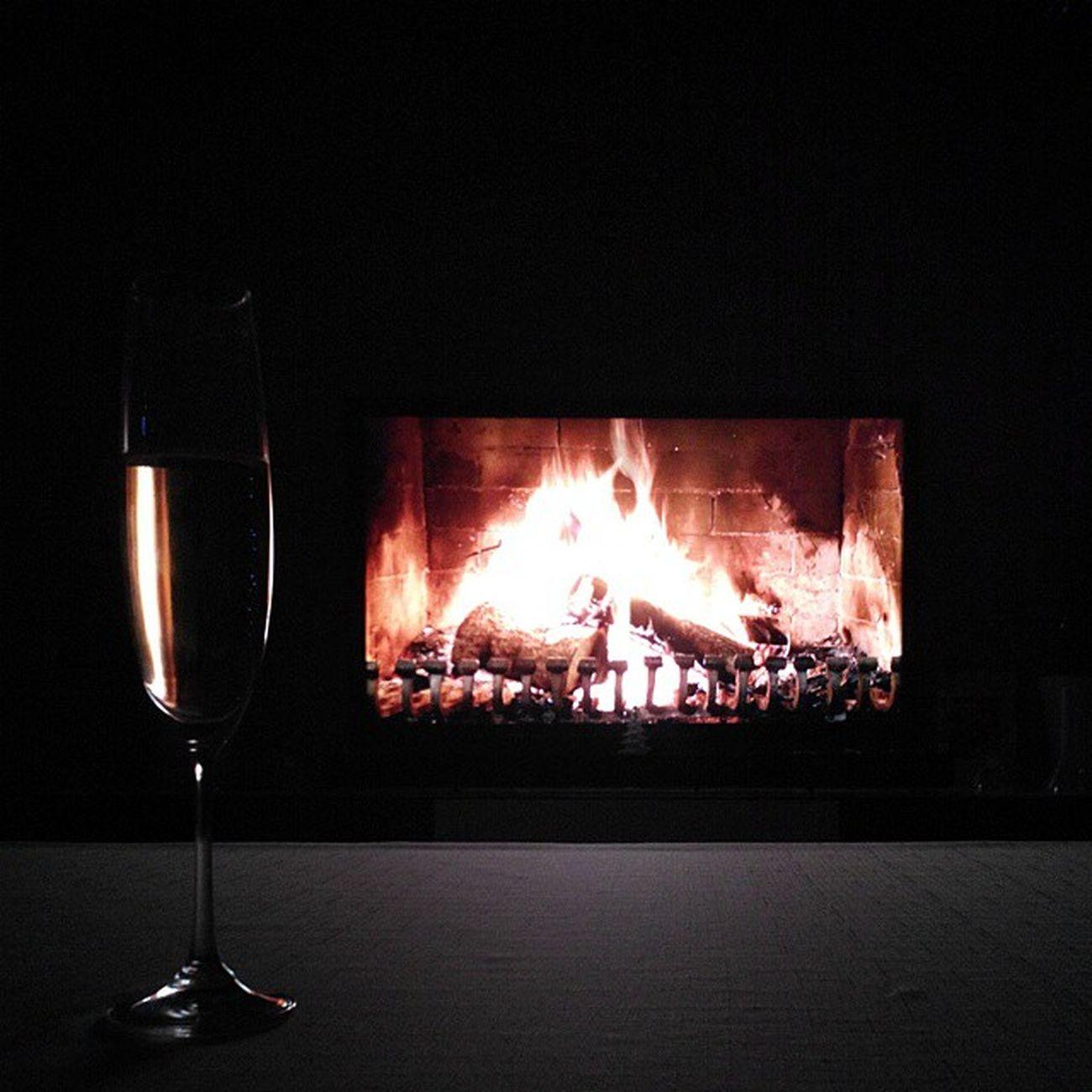 омск сибирь новыйгод рождество шампанское брют абраудюрсо камин Omsk Siberia NewYear Newyearday Christmas Champagne Fireplace Brut
