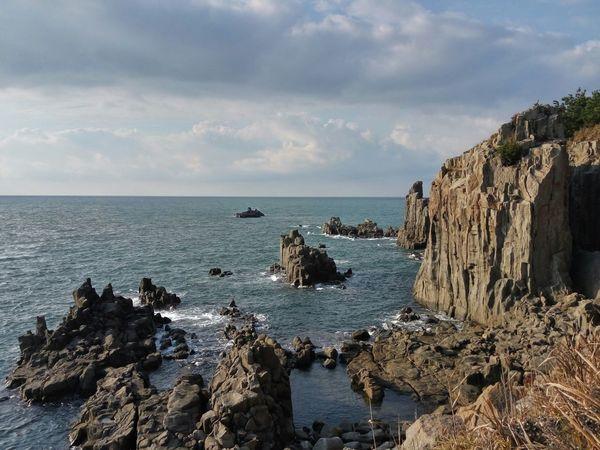 日本 Japan Fukui Prefecture Tojinbo 坂井市三国町安島 東尋坊 Sakai EyeEm Selects Sea Horizon Over Water Rock - Object Nature Beach Day Vacations No People Outdoors Sky Cloud - Sky Water Travel Destinations Scenics Beauty In Nature Cliff
