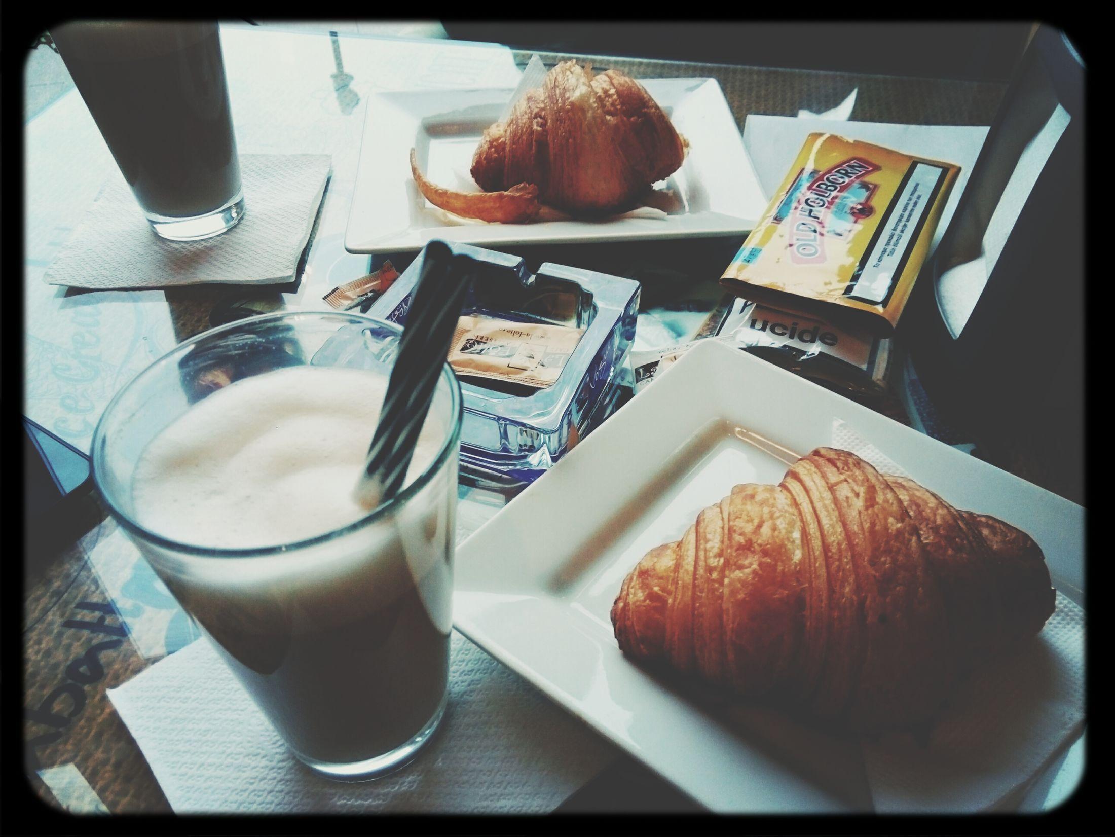 Latte Macchiato Croissant Tabacco  Fun With Friends