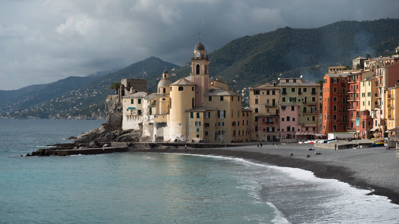 EyeEm Selects Mountain Architecture Sky Building Exterior Sea Built Structure Water Nature Outdoors No People Mountain Range Beauty In Nature Day Classic View Of Camogli Travel Destinations In Italy Sea Locations Camogli Promenade