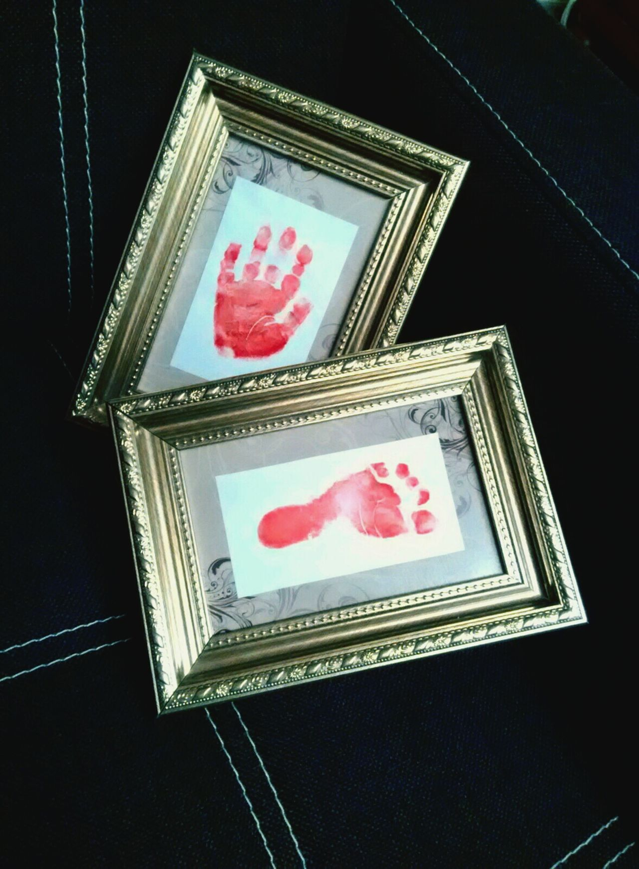 Handprint FootPrint Handprints HandPrinted Baby Handprint Footprints Handprinting Handmade Frame Golden Frame Art ArtWork Masterpiece Masterpieces Gallery Family Baby Red Gold Print Arte Art? 43 Golden Moments Love FamilyLove