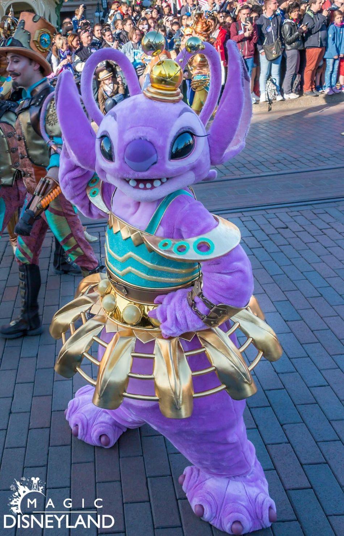 Large Group Of People Disney Disneyland Resort Paris 25thanniversary Disneylandparis Disneyland Paris Amusement Park Women Arts Culture And Entertainment Disneyland