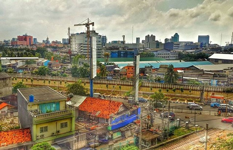 Geochallenge INDONESIA BERKARYA bersama @geonusantara Geoib01 Geo011600669 Geonusanatara @kompasnusantara @serikat_fotografi_indonesia Serikat_fi Kompasnusantara Landscape Landscape_captures Landscape_lovers Landscapes City Jakarta HDR Hdr_pics Penuh Clouds Phonegraphy Tower House Train INDONESIA Traveler Natgeotravel Natgeoindonesia @natgeoindonesia Jelajahindonesia Exploreindonesia peace Peace