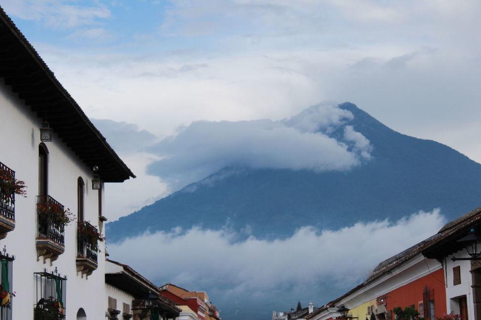 AntiguaGuatemala! ❤ Volcanes Guatemala