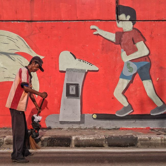 Jakarta 2016 Red City Men Street Jakarta INDONESIA City Life Real People Urban Streetphotography Documentary Photography