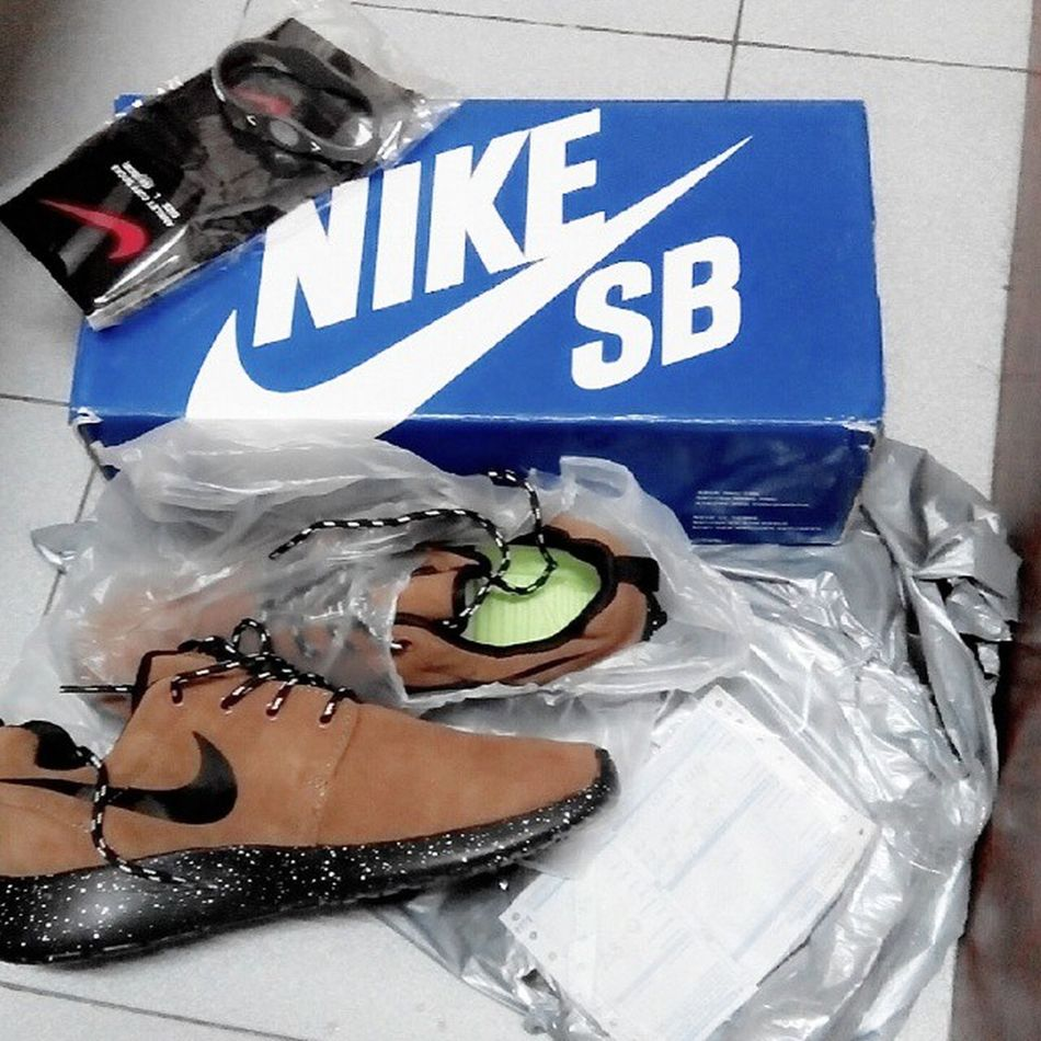 at last wishlist for christmas 2014 done . big thanks to @freekicksneakers 2 . Nikelover Nike Sneakers Rosherun chocolaterubberbandnikestockinrosherunlover .