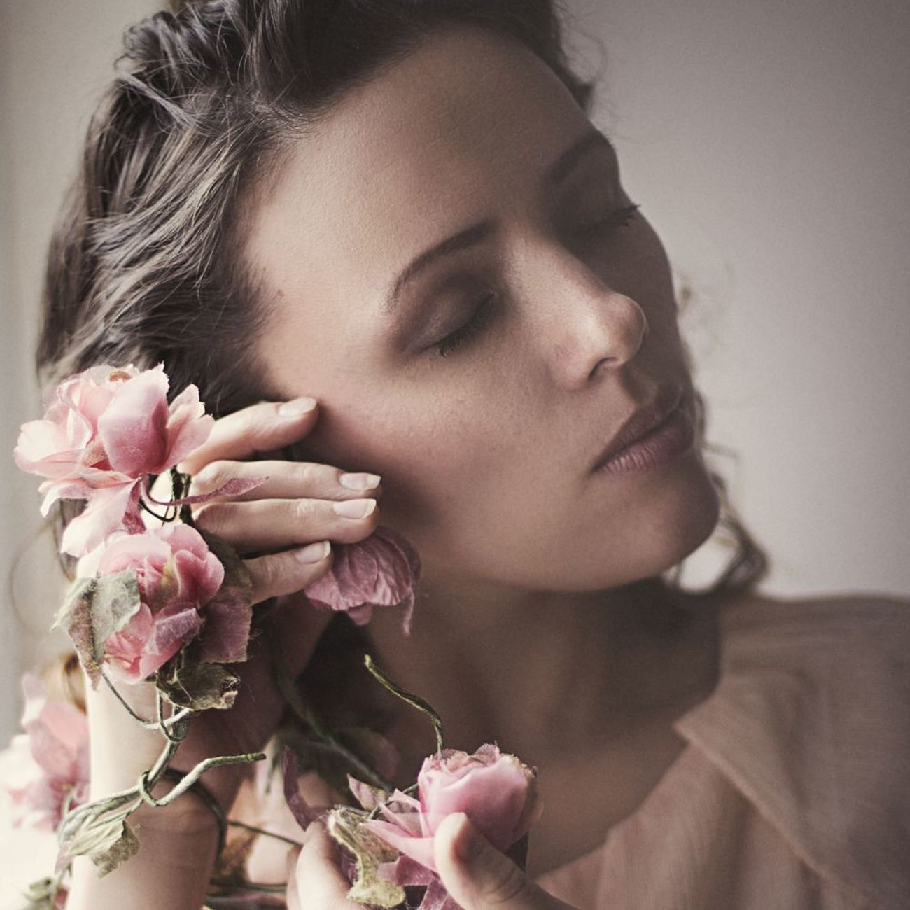 Weronika Flower Women Beauty Portrait People Indoors  Portrait Of A Woman Artphotography Beautiful People The Week Of Eyeem Portrait Photography Human Hand Beautiful Woman Light And Shadow Canon Young Women Woman Portraiture Artistic Photography