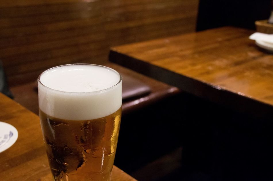 Alcohol Beer Beer - Alcohol Beer Glass Close-up Day Drink Drinking Glass Focus On Foreground Food And Drink Freshness Froth Frothy Drink Indoors  No People Refreshment Table Wood - Material