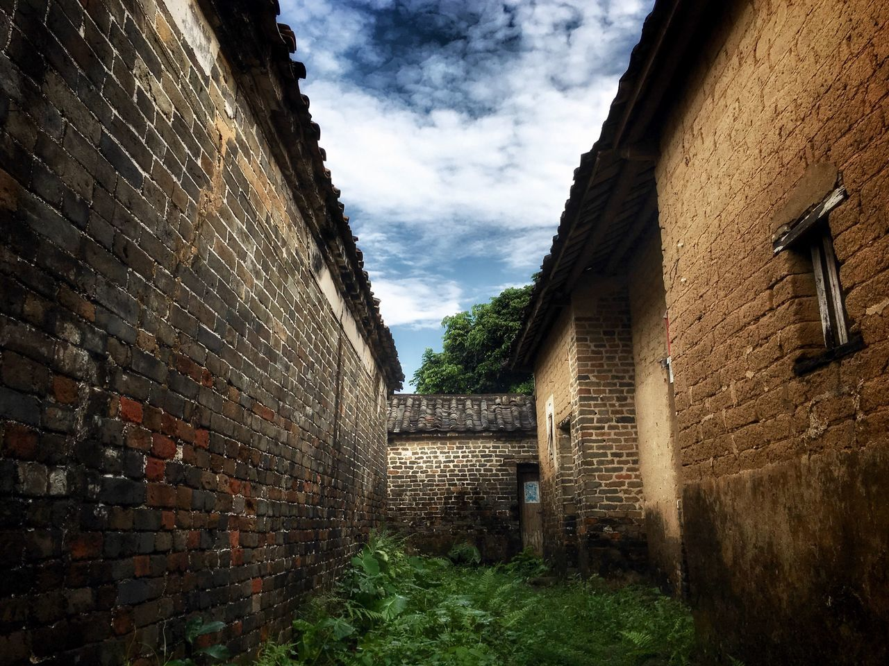 architecture, building exterior, built structure, brick wall, cloud - sky, no people, outdoors, sky, day
