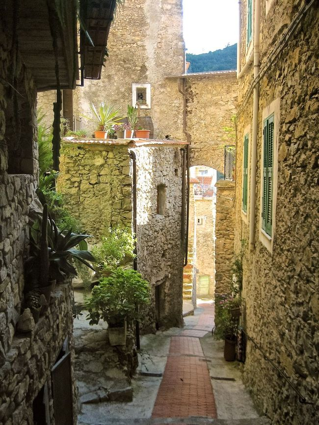 The Way Forward Paved Street Romantic Italian Village  Downtown Narrowpath Narrow Alleys Italy Buildings Old Buildings Narrow Street Narrow Paved Day Alley Summer Tranquil Scene Tranquility Eyeemphoto No People