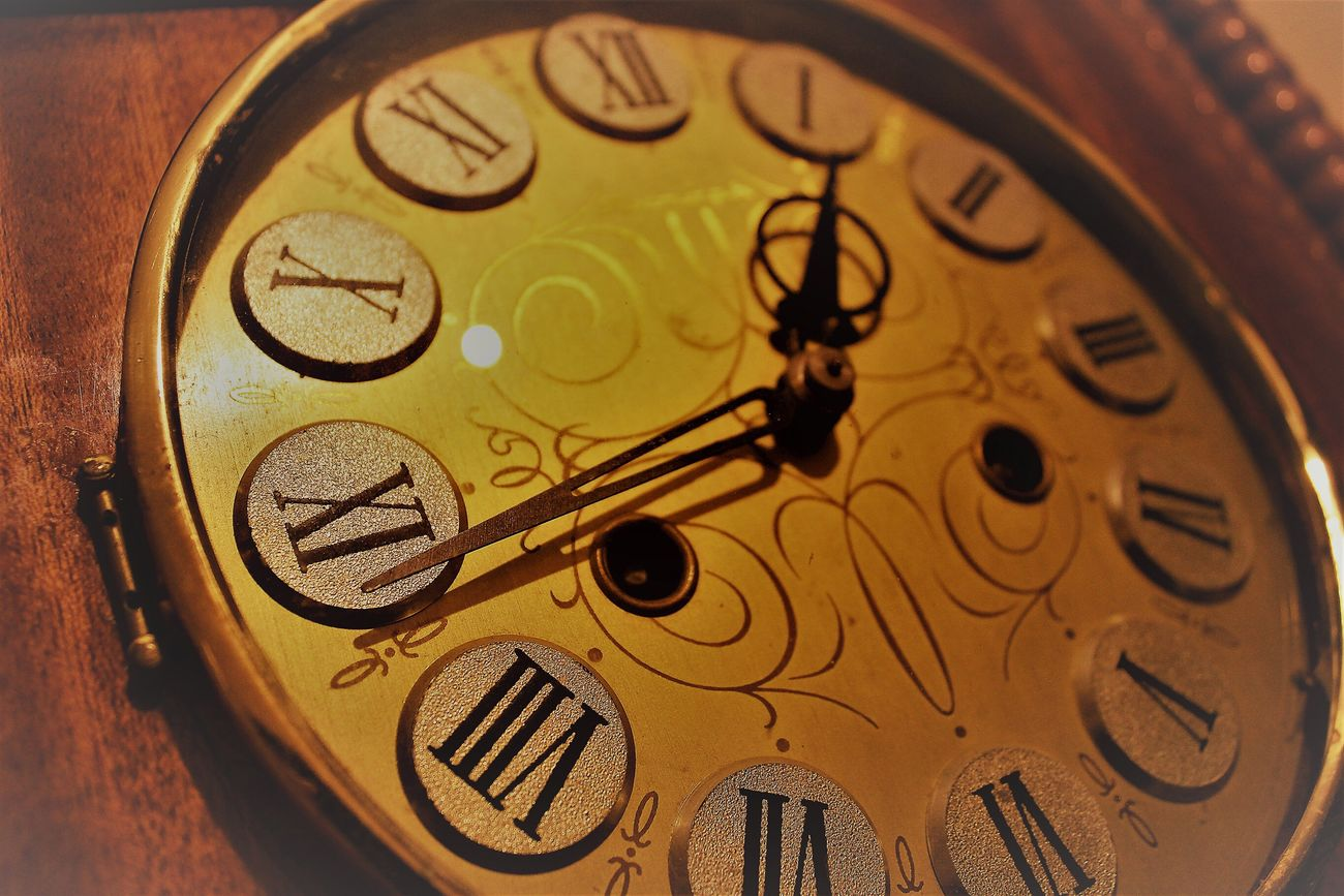 Time Clock Antique Old-fashioned Gear Gold Colored