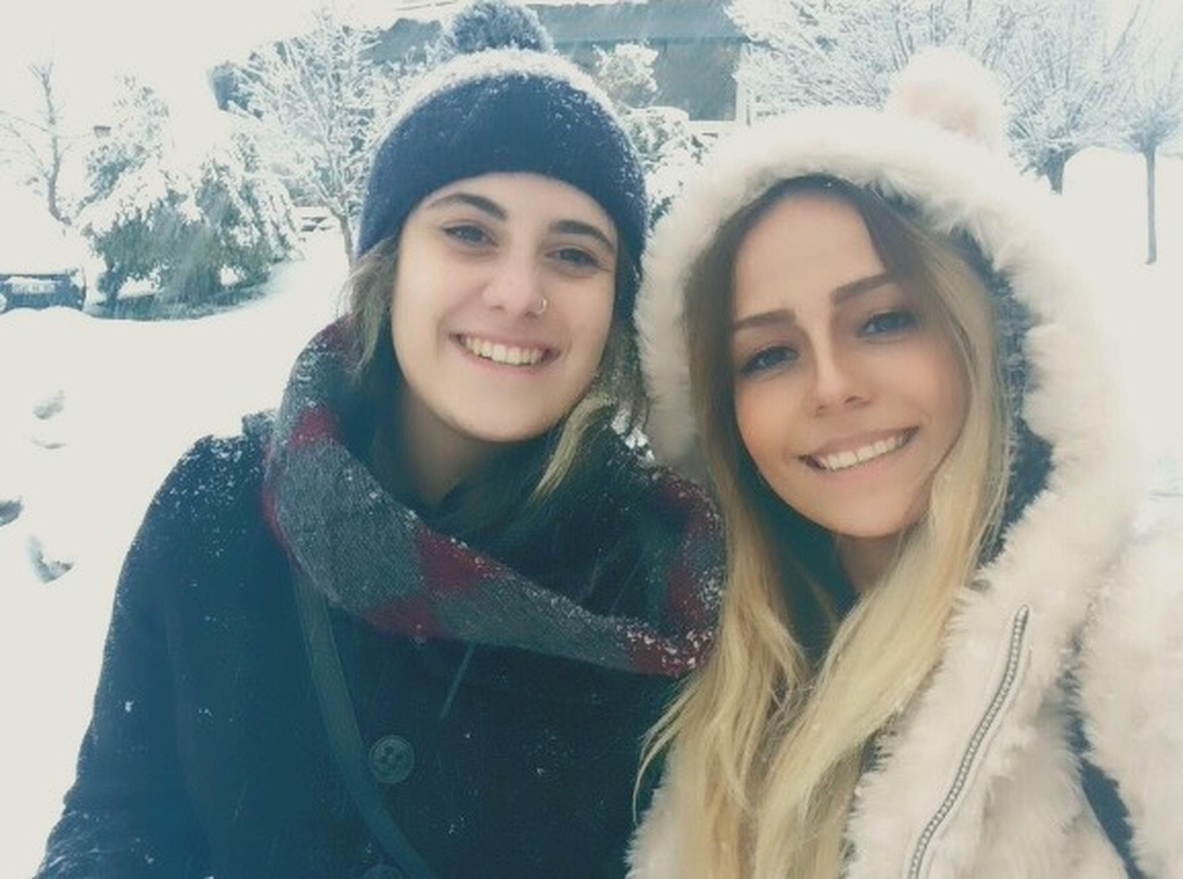 Bestfriend Snow ❄ Wintertime Hello World Besties