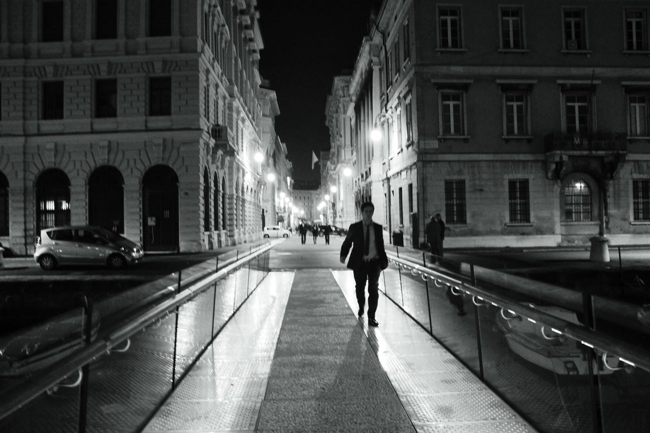 ● In the night ● Black And White TheMinimals (less Edit Juxt Photography) Noir StreetsWithPeople