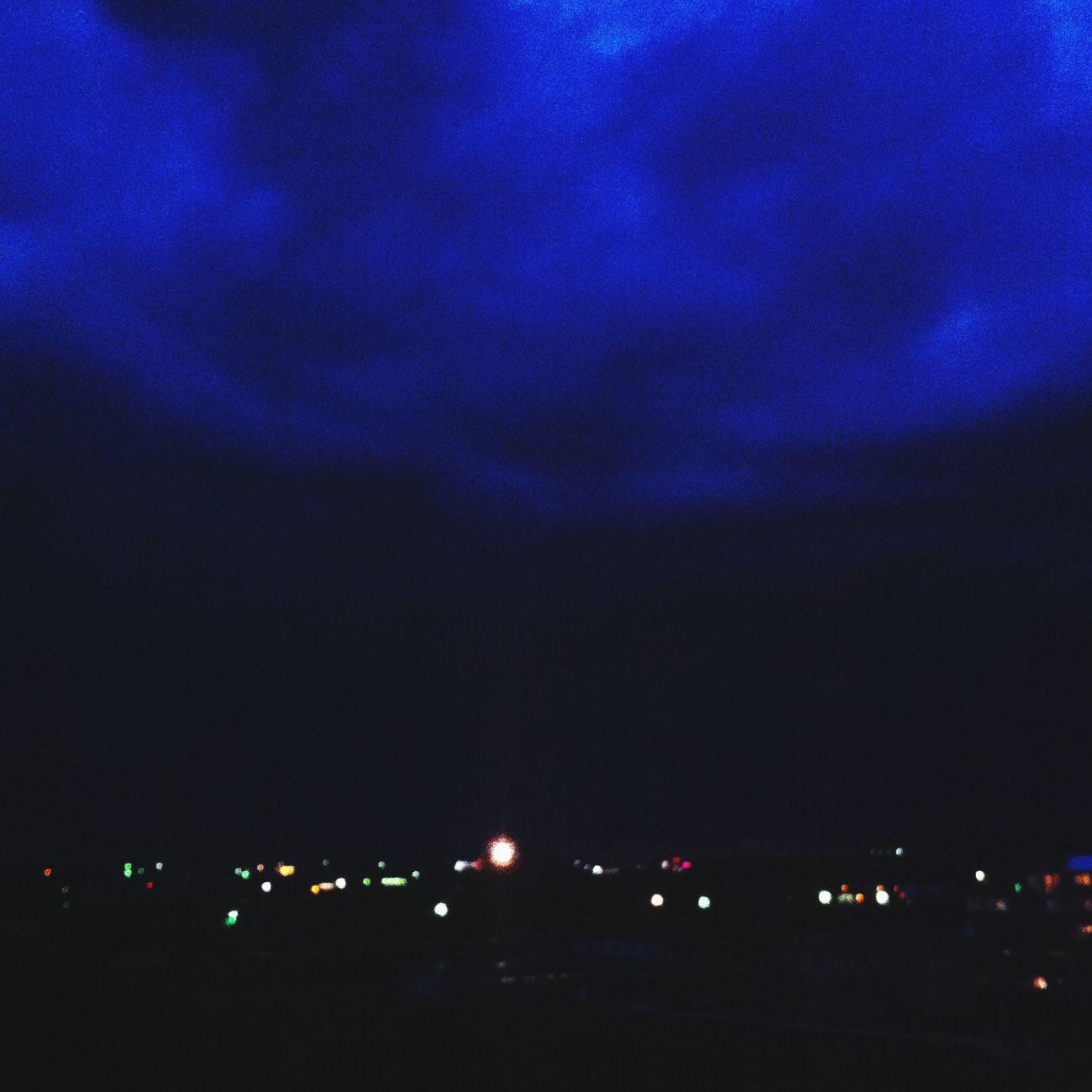 А сейчас небо синее-синее, в нем пасутся овечки облаков, сделанные из сахороной ваты.:) сладкая вата