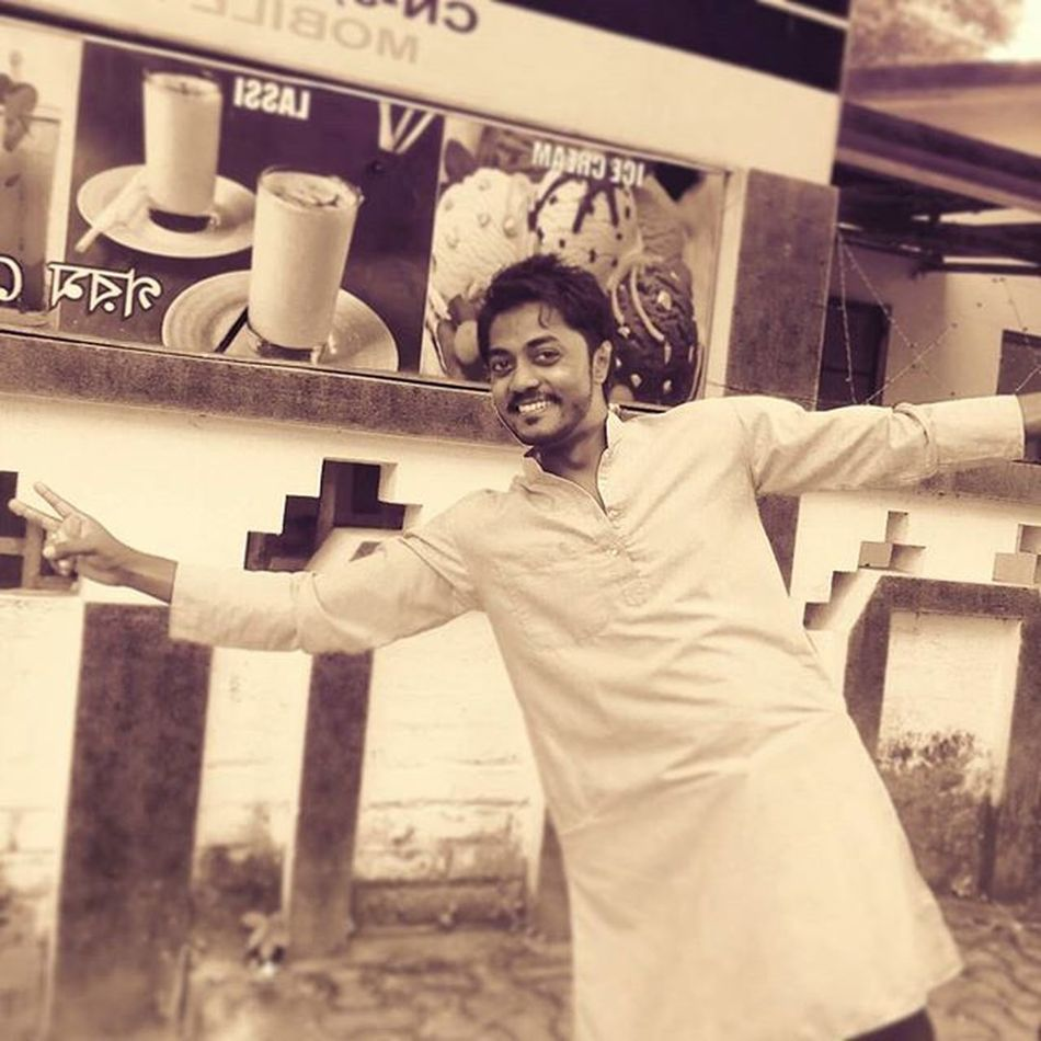 I Enjoy my life to its fullest, no matter if I have lot of haters all around. I'm always happy. Thank you God. :) Ethnicwear Durgapuja Happy Trancefamily TheMelodicMaestro AlwaysTrance Loveit