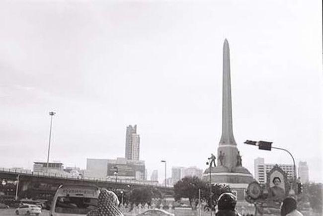 Victory Monument Smena8m Film Filmcamera Illfordfilm Illfordpan Illfordpan400 Blackandwhite Insta_thailand Instaphoto Photo Picstagram Filmstagram Thailand Beautiful_bangkok Bangkok Streetart Streetphotography Victorymonument
