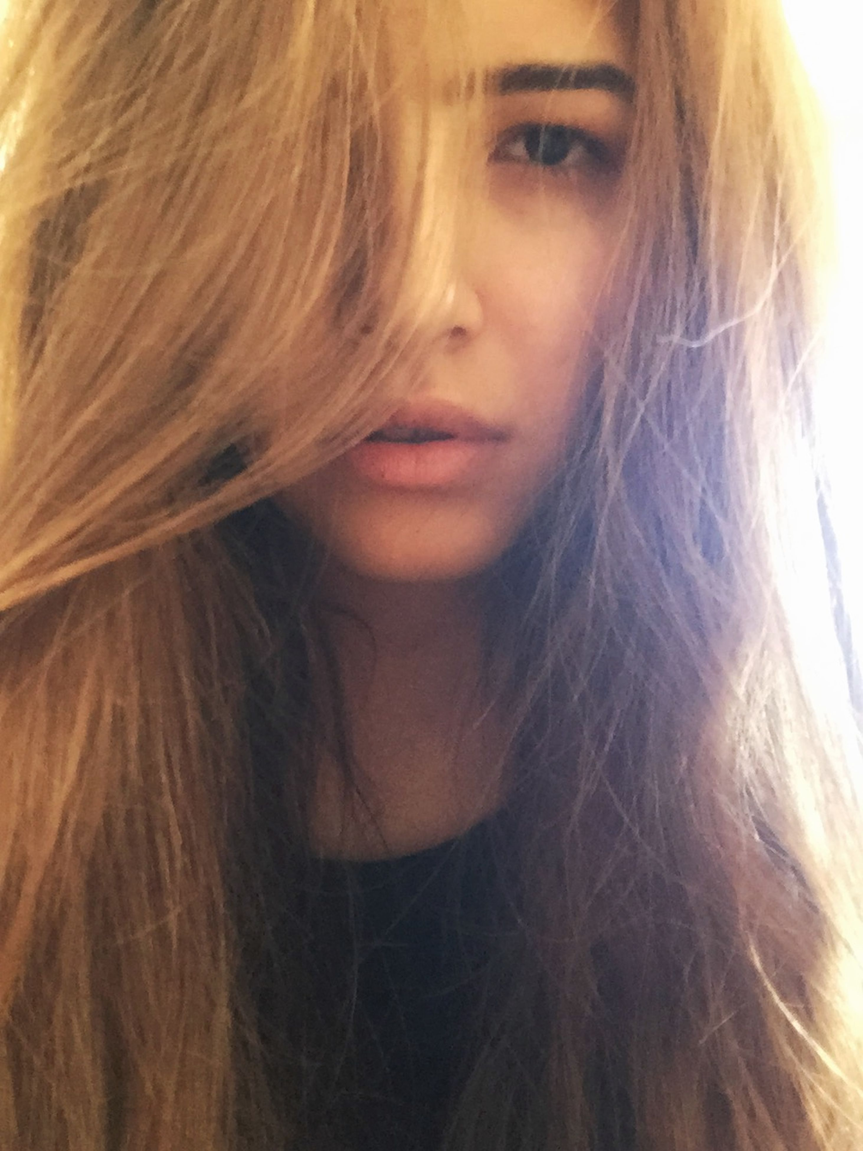 young women, long hair, young adult, person, headshot, lifestyles, leisure activity, brown hair, human hair, looking at camera, close-up, portrait, front view, indoors, blond hair, beauty, medium-length hair
