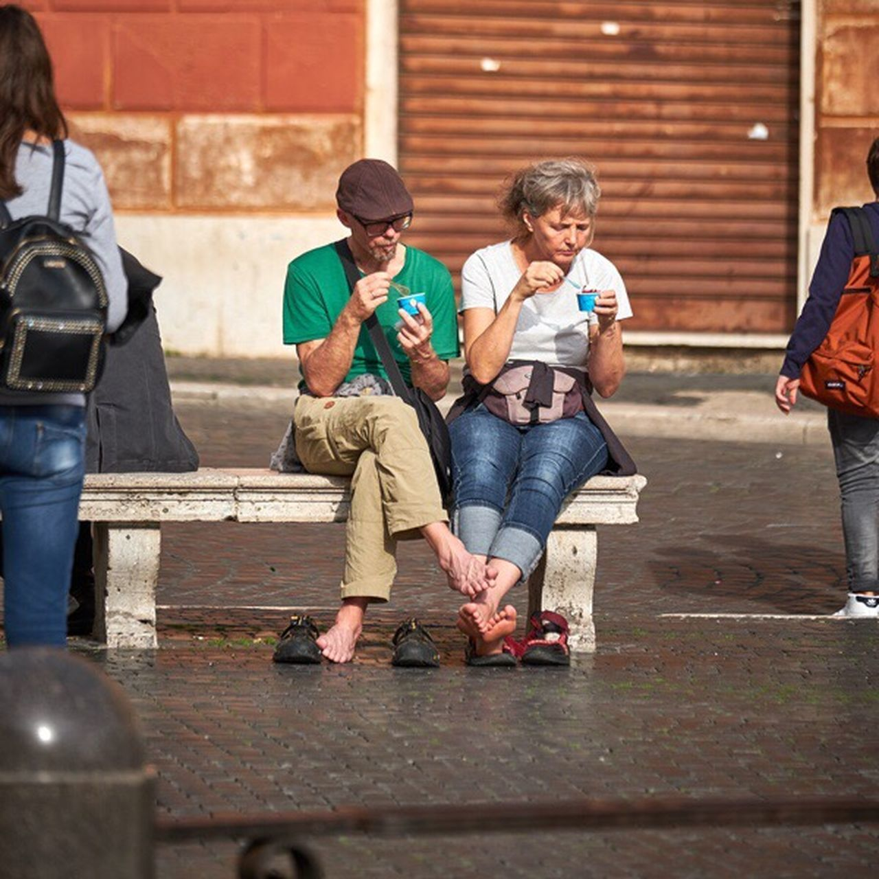 Tourism Gelato Italy Piazza Navona Sitting Ice Cream Tourists Funny Barefoot Rome