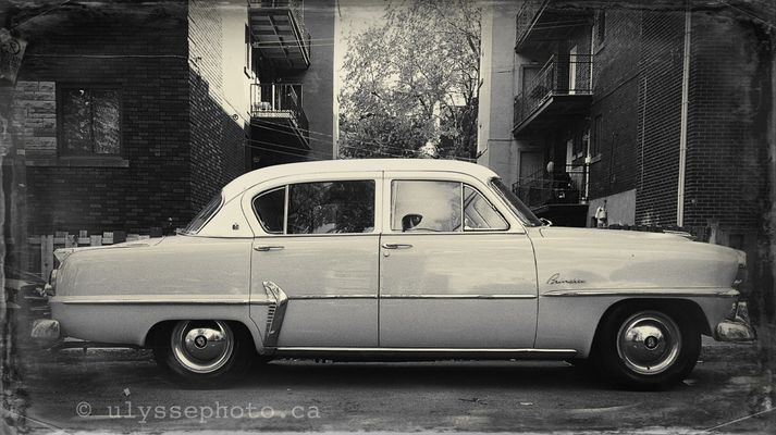 vintage cars in Montreal by ulyssephoto.ca