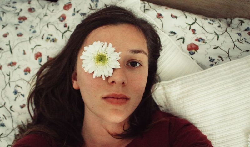 Hello, daisy! Portrait Headshot Looking At Camera Front View Adult Bed Close-up Indoors  Day Bedroom Young Women Flower Daisy Thatlookinhereyes Naturalred