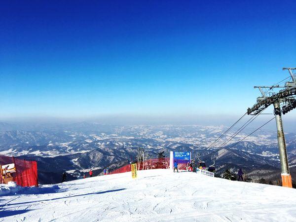in yongpoyong rainbow paradise slope tvn drama goblin shooting place Winter Mountain Snow Beauty In Nature Snowboarding Korea K-drama TVN Yongpyong Rainbow Paradise First Eyeem Photo