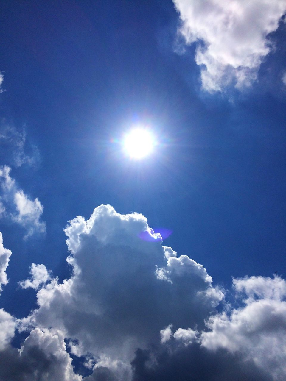 cloud - sky, sky, low angle view, nature, sunbeam, beauty in nature, sun, sunlight, cloudscape, tranquility, blue, scenics, sky only, bright, outdoors, no people, tranquil scene, day, backgrounds